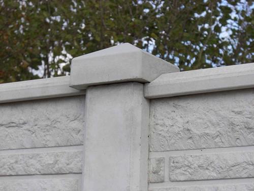 betonnen paalornament met diamantkop, wit