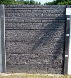 Betonschutting 12x12, 6 enkelzijdige motiefplaten, hardhouten deksloof, antraciet beton, per 0,96 m