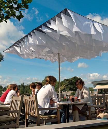 Breezer parasol met bijpassende parasolvoet, showmodel