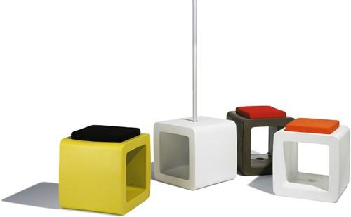 Cube hockers, set van 3 met kussens, showmodel