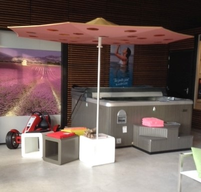 Cube hockers/parasolvoet set met DOT parasol, showmodel