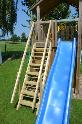 Woodvision trap met 1  leuning,  passend op Jungle Gym speeltoestellen met een platform van 150 cm