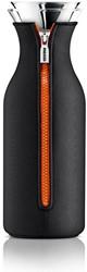 Eva Solo Fridge karaf, inhoud 1,0 liter, glas met zwarte hoes en oranjekleurige rits