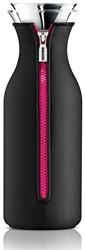 Eva Solo Fridge karaf, inhoud 1,0 liter, glas met zwarte hoes en pinkkleurige rits