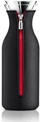 Eva Solo Fridge karaf, inhoud 1,0 liter, glas met zwarte hoes en rode rits