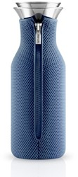 Eva Solo Fridge karaf, inhoud 1,0 liter, glas met moonlight blue hoes in 3D
