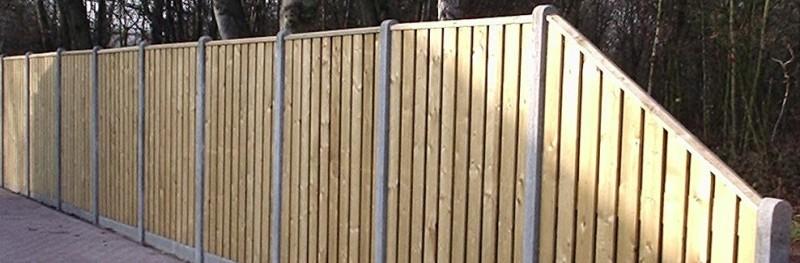 Hout/betonschutting 10 x 10: degelijke schutting met een lange levensduur