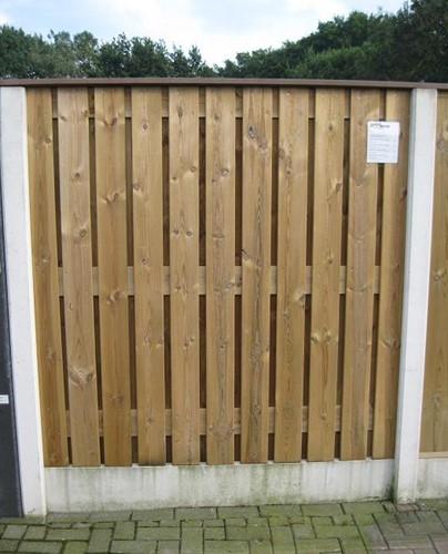 hout/betonschutting 12x12, 24-planks scherm, hardhouten deksloof, wit beton, per 0,94 m-1