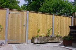 hout/betonschutting 12x12, modiwood dichtscherm, hardhout deksloof, wit beton, per 0,96 m