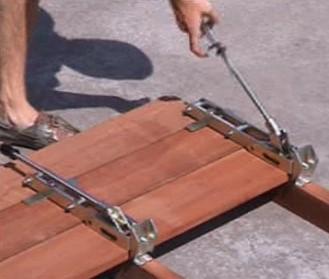 Igel monteerapparaat voor montage van vlonder