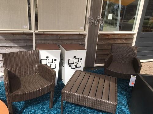 Kaolin set, tafel + 2 stoelen, showmodel