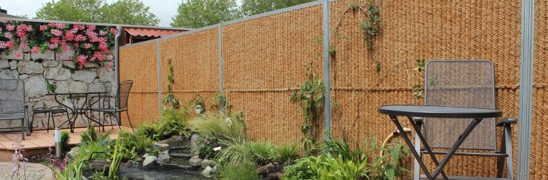 kokosschutting tuinschermen met een natuurlijke uitstraling. Black Bedroom Furniture Sets. Home Design Ideas