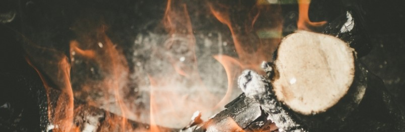 Vuurtje stoken in tuinhaard of vuurkorf? Doe het veilig!