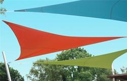 Umbrosa Ingenua schaduwzeil, driehoek, afm. 5 x 5 x 5 m, Limited Edition doek